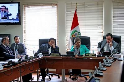 Aprueban proyecto de ley que prohíbe reelección de presidentes regionales