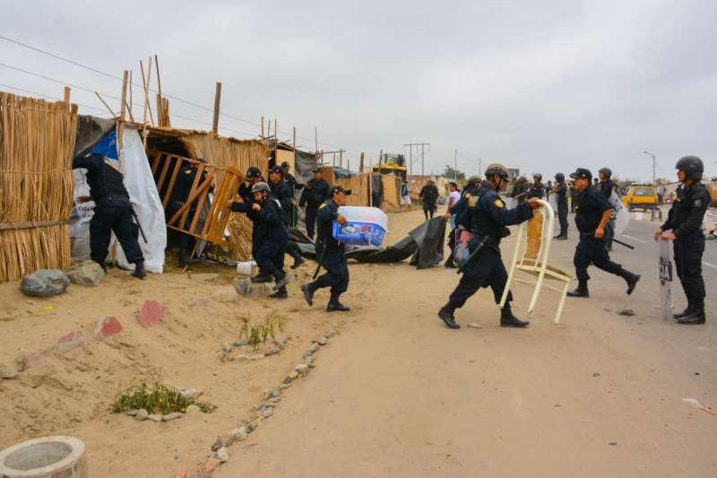 Desalojan a más de 100 familias en La Esperanza