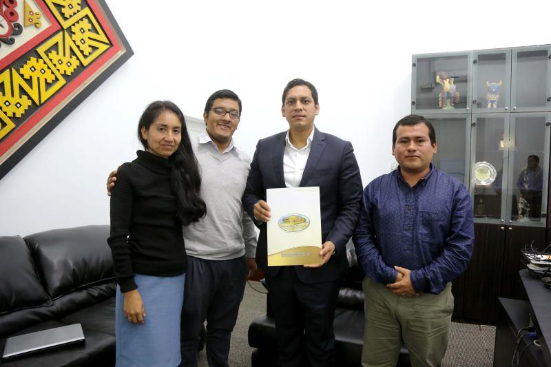 Gobernador Luis Valdez fue invitado a Cumbre Mundial por La Paz