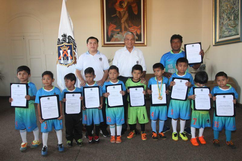 Escuela de fútbol municipal obtiene título en Copa Cassinelli