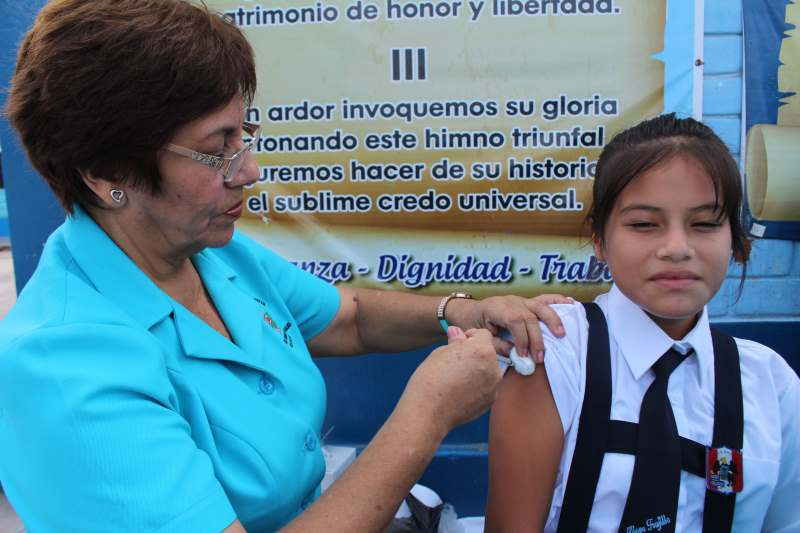 campaña de vacunación en el Liceo Trujillo