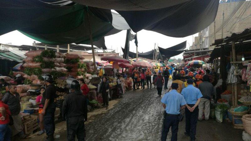 despeja calle tomada por ambulantes en mercado La Hermelinda