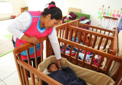 Madres Cuidadoras de Cuna Más pasan por evaluación física y psicológica y capacitación continua para atender a niñas y niños