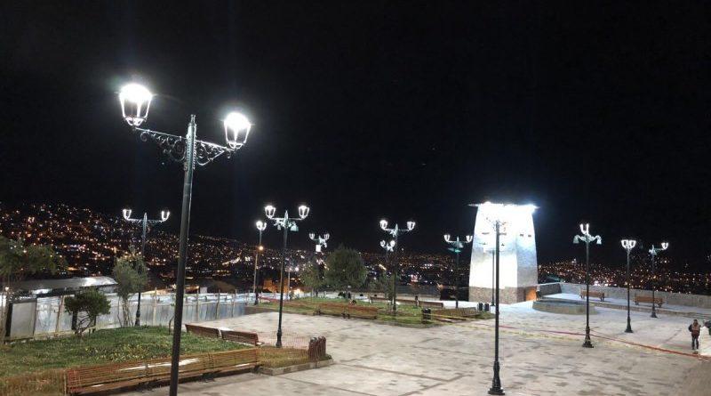 Tecnología LED potencia turismo nocturno en Plaza Santa Ana – Cusco