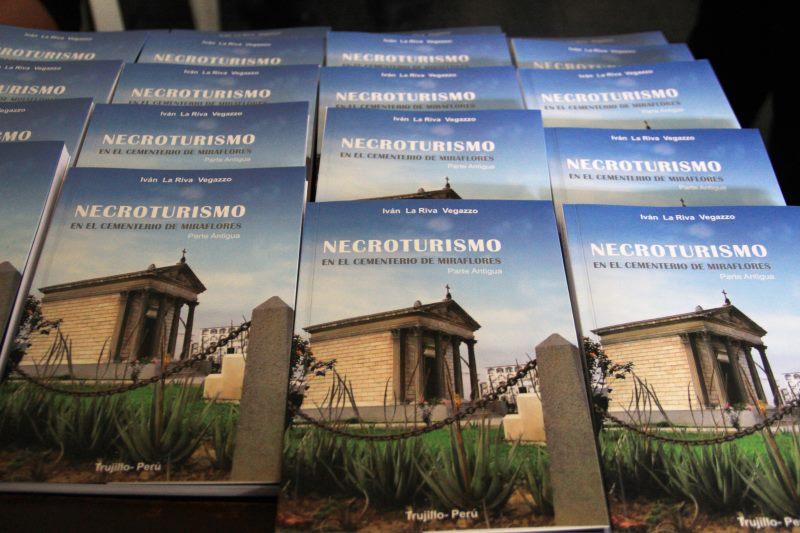 Presentan libro sobre cementerio Miraflores