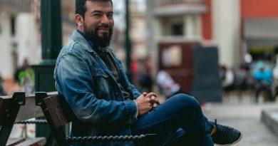 César Clavijo presenta su libro Tercera persona
