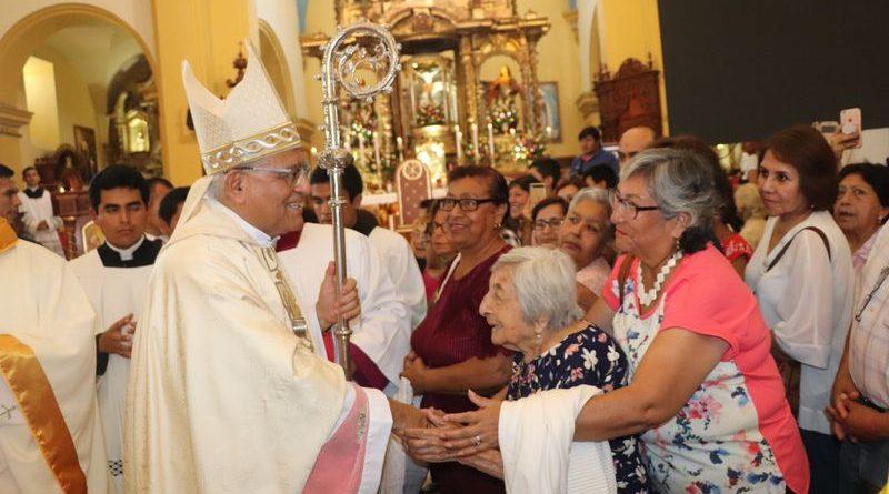 Se conmemoró primer aniversario de la visita papal con coronación a la Virgen de la Puerta de Salaverry